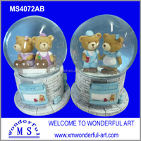 hot sale resin romantic wedding favors snow globe