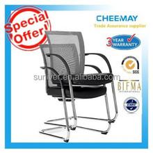 Heißer verkauf modernen Mitte hinten Sturz nylon armlehne formschaum stapelbar mesh-konferenz tisch stuhl