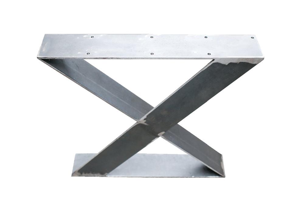 mat riau m tallique et l 39 utilisation de table en forme de. Black Bedroom Furniture Sets. Home Design Ideas