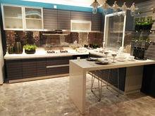 Fashion colour kitchen cabinet with quartz top and blum hardware