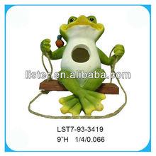 Resin hanging birdhouse frog garden decoration