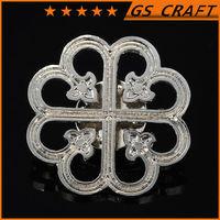 Top sale beautiful flower shaped die cast metal badge