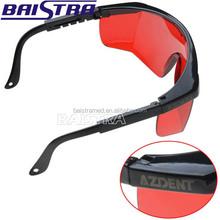 rosso colore utilizzato per proteggere gli occhi quando ha condotto la luce sbiancamento dei denti occhiali con ce