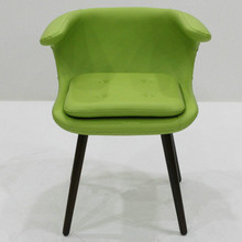 Popular Replica Fiberglass Frame Frost Chair With Solid Wood Legs
