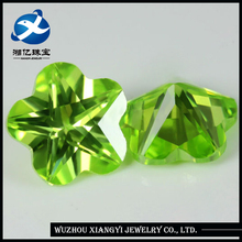 Xiangyi 2014 Best Quality Machine Cut Cinquefoil Shape Apple/Light Green Semi Precious Stone