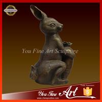 bronze rabbit wth carrot sculpture for home decoration