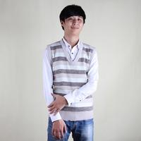 V-neck sweater vest for mens Wholesale striped pattern sweater vest for mens