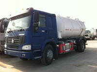 Sinotruk 4*2 sewage suction truck 6000L 6cbm vacuum truck with efficient suction pump sewage suction truck for sale