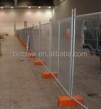 Removable portable fence for dogs