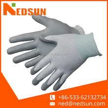 Palm dipped nitrile glove fish cleaning