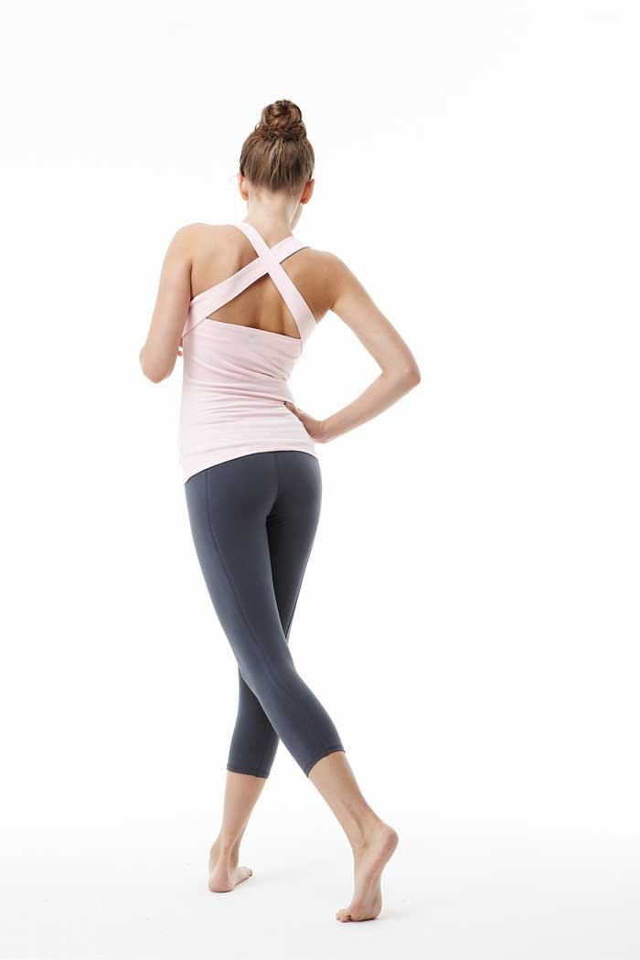 Yoga Clothes & Outfits. Look amazing and feel great throughout your workout by investing in some great yoga clothes. There's a wide range of benefits to wearing the right outfit, too, from being less likely to get injured to feeling more motivated, and completing a harder workout.