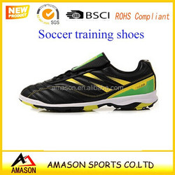 Super soccer stars like the latest youth soccer training shoes indoor shoes running on football games in Europe football club 7