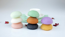 2014 sell hot japanese 100% natural konjac facial sponge/facial cosmetic sponge