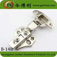 Soft close clip on hinge with butterfly mounting plate