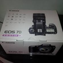 Canon EOS 7D 18 MP CMOS Digital SLR Camera with 3-inch LCD and 28-135mm f 3.5-5.6 IS USM Standard Zoom Lens
