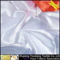 de alta calidad de color blanco satinado vestido de tela