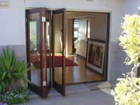 Pintu lipat kayu
