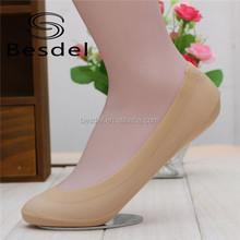 Mulheres inteiras coloridas gel de silicone anti-derrapante invisível baratos do tornozelo meias de seda China fabricante
