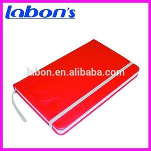 Nota roja libro con una caja elástico