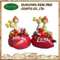 wedding gifts lovely resin figurine sit on heart