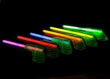 Wholesale hot sale glow stick gun glow in dark tosys