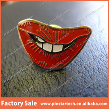 China Wholesale Qibla Direction Custom SEXY RED LIPS VINTAGE ENAMEL COLLECTABLE METAL LAPEL PIN/BADGE