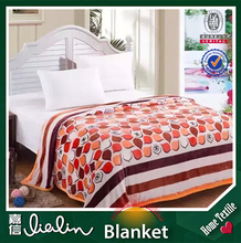 High quantity! 100% polyester fabric popular flower design king and queen size acrylic blanket on china wholesale production
