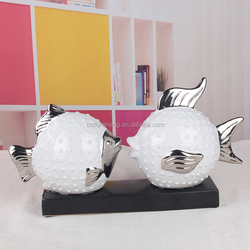 white a couple of fish with pedestal electroplate ceramic fish