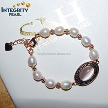 2015 latest design rice friendship white with beautiful accessoryfreshwater pearl bracelet design