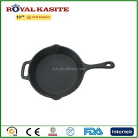 round fry pan with handle, black fry pan with nozzle both sides, cast iron skillet.