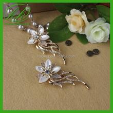 Pearl flower brooch pin Antique styled vintage costume jewelry look Fine unique jewellery KK2458