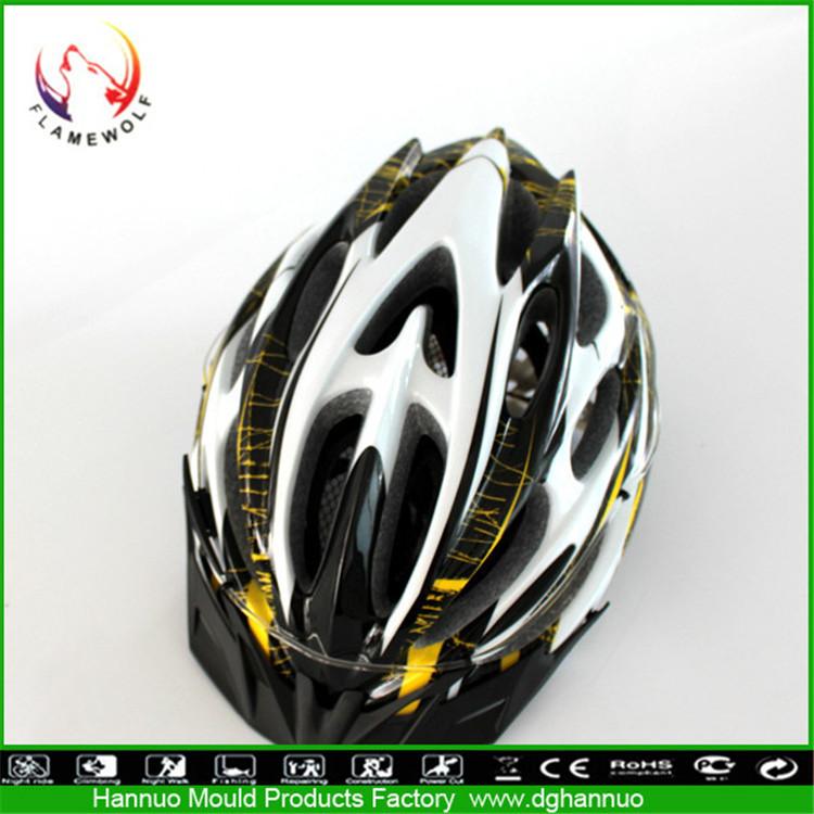 Khuon Dap Nguoi Trong Khuôn xe Đạp Đội Mũ Bảo