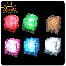 2014 New cooling water activated led lighting ice cubes with customized logo for party Bar ornaments