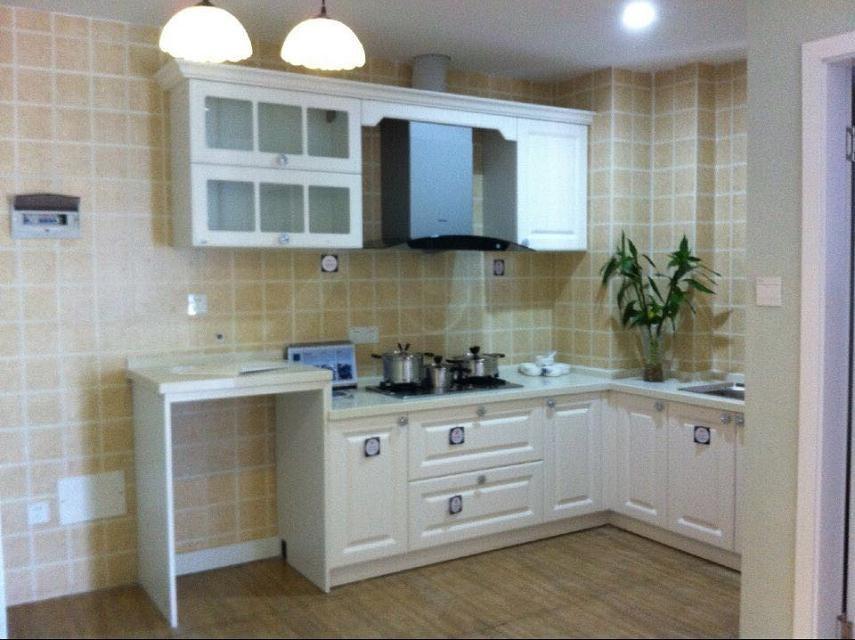 Moderne uvorm keuken - Kleine witte keuken ...