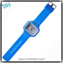 2015 perfect design cute looking silicone quartz watch with blue strap