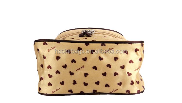 Belle amour impression tache cosmétique de sac pour les femmes