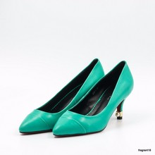 Leather pumps decorated with pearl