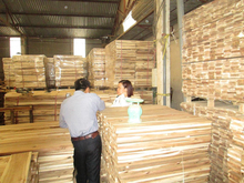 smooth 4 side brown Vietnam 550kgs/m3 MC 14% acacia hardwood flooring