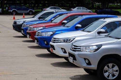 TOYOTA HILUX REVO DOUBLE CAB 2.8G DIESEL 4X4 AUTOMATIC TRANSMISSION WHITE SILVER RED BLUE GREY COLOR