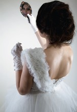Wedding dress embroidered short skirt wedding dress