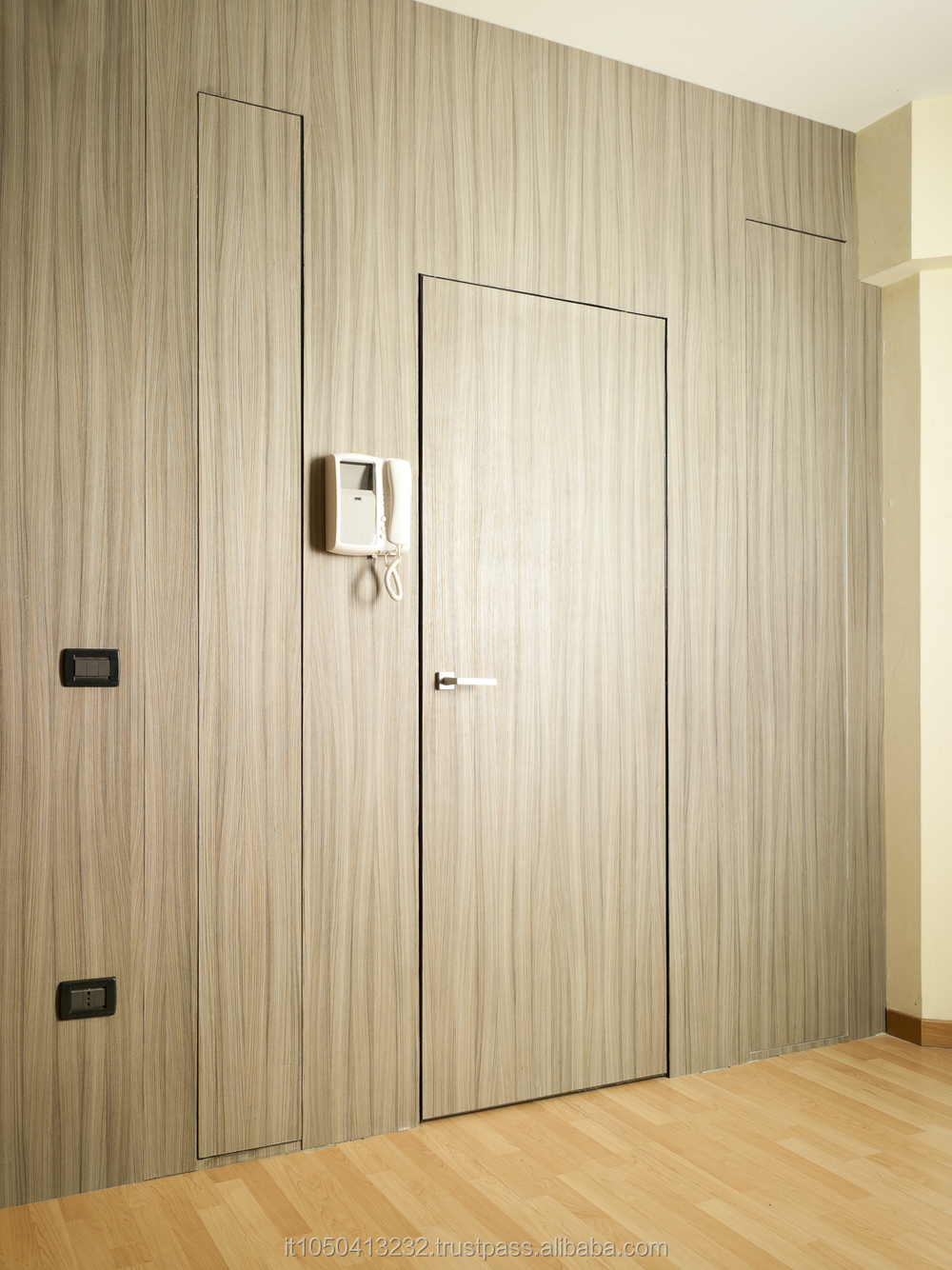 Flush to the wall doors and panels made in italy elegance for Flush interior wood doors