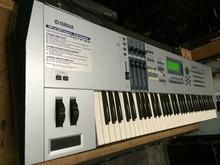 Motif XF8 76-Key Keyboard Synthesizer Workstation