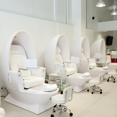 White Egg Shaped Spa Joy Pipeless Pedicure Chair Used Foot