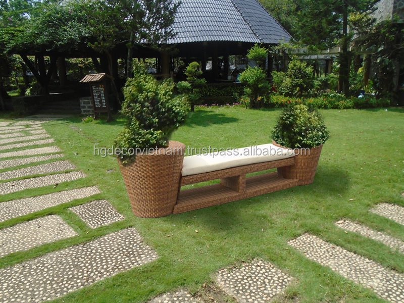New combo seater/planter in poly rattan
