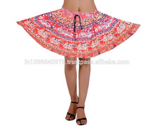 Chica de mini falda de baile sexy