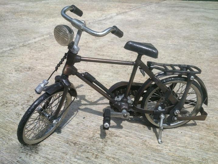 Bicicletas en miniatura hierro Material metálico de bronce de cobre del arte del modelo hechos a mano Indonesia