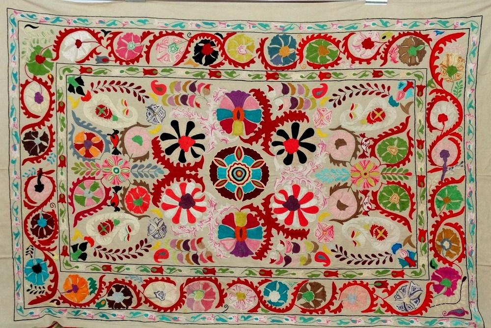 indien suzani tapisserie main brod suzani tenture ouzbek suzani couverture jeter tapisserie id. Black Bedroom Furniture Sets. Home Design Ideas